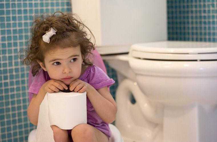 trẻ em cũng có nguy cơ mắc bệnh trĩ cao