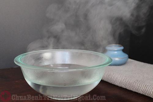 Chú ý ngâm rửa hậu môn bằng nước muối ấm