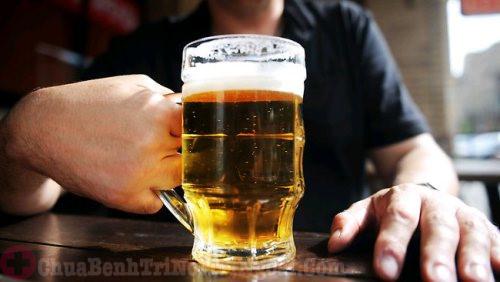 Người bệnh rò hậu môn nên kiêng rượu bia