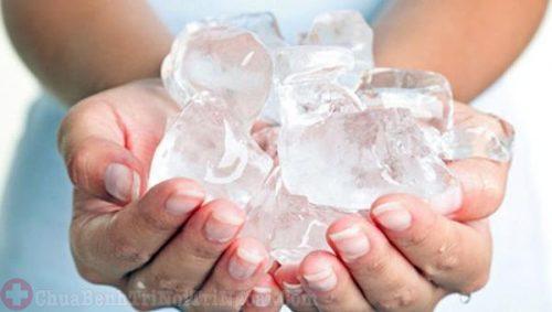 Chờm đá lạnh giảm đau trĩ